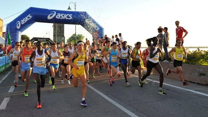 Il Maratoneta Calendario.Sabato A Jesolo La Mezza Maratona Al Chiaro Di Luna Con