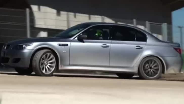 """Rossi di """"traverso"""" con la BMW M5"""
