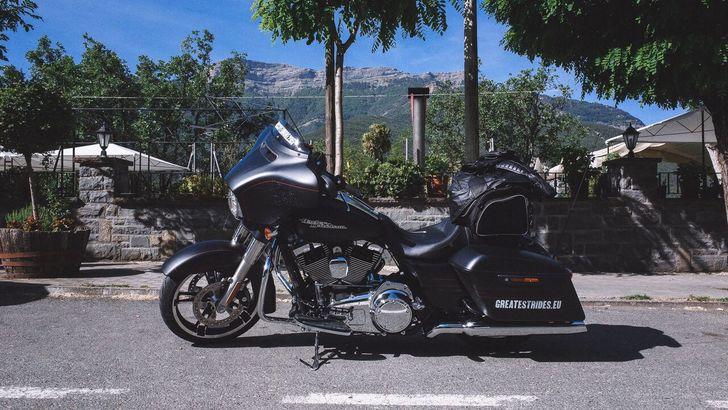 Una Harley-Davidson arriva in Italia dopo 3000 km