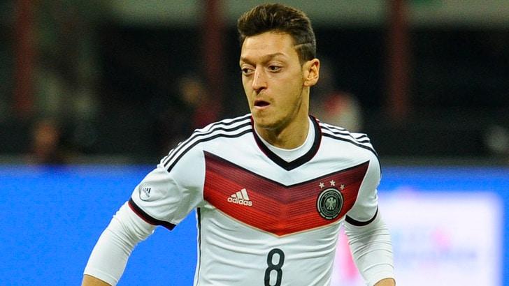 Khedira chiama Ozil alla Juventus