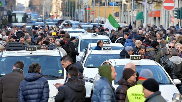 Uber: in Nord-America supera i taxi