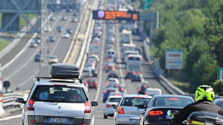 Italia: cala l'utilizzo di auto a benzina