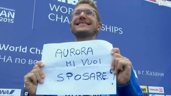 Ruffini dal podio: «Aurora mi vuoi sposare?»