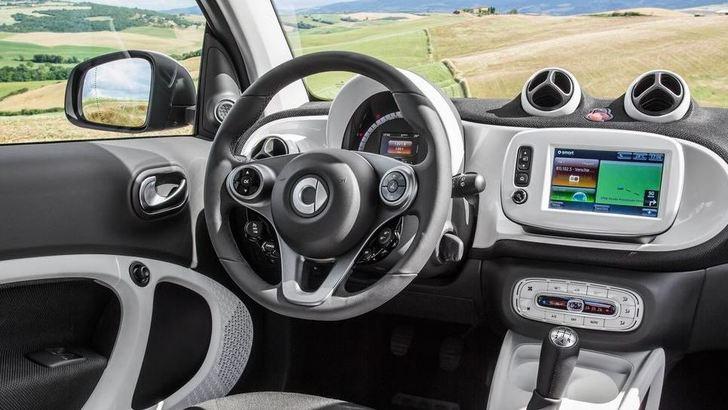 Mercedes, arrivano le nuove Classe C Coupé e la Smart Cabrio