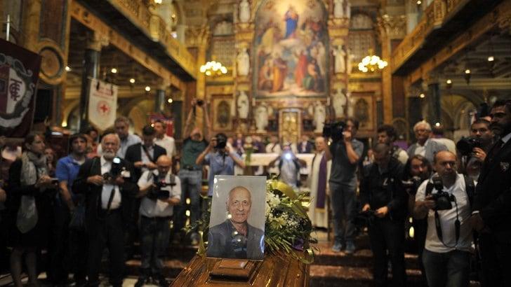 Torino, granata commossi ai funerali di don Rabino