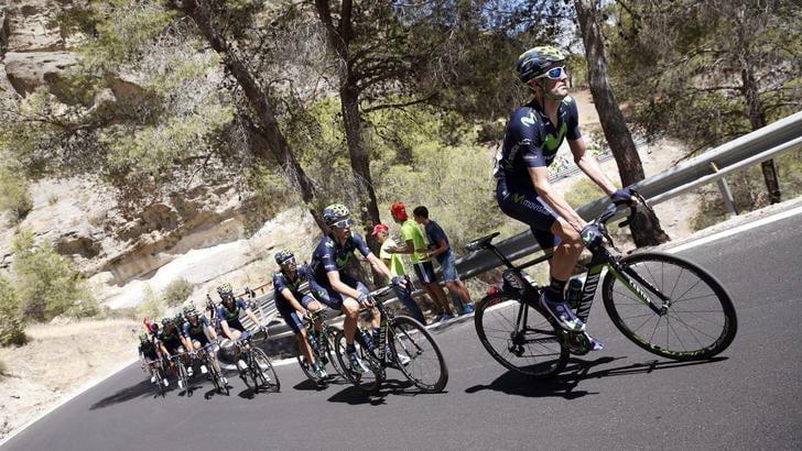 Vuelta, a Chaves la seconda tappa. Maxi caduta, c'è anche Nibali