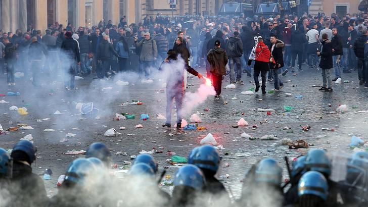 Barcaccia danneggiata, tifosi del Feyenoord non punibili