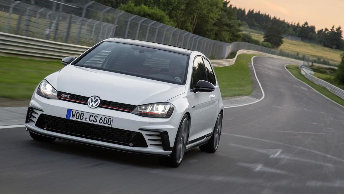 Volkswagen Golf GTI Clubsport, col boost arriva a 290 cv