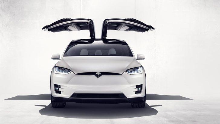 Tesla Model X, lusso elettrico a trazione integrale