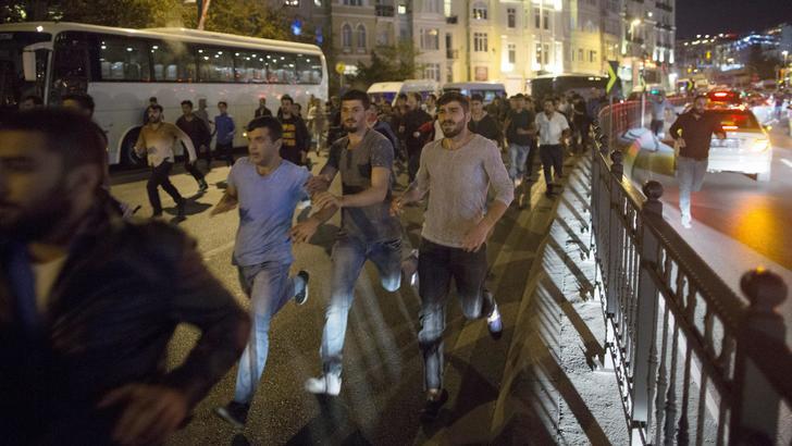 Strage al corteo pacifista curdo, 97 morti ad Ankara