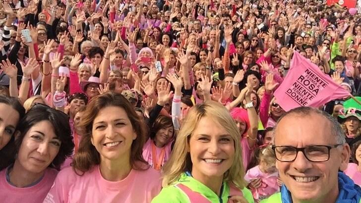 Simona Ventura special guest alla PittaRosso Pink Parade