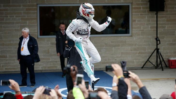 Hugo Boss festeggia Lewis Hamilton