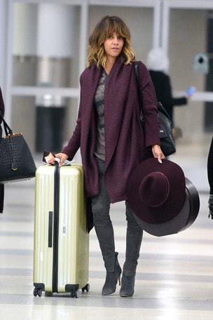 Halle Berry viaggia con Rimowa