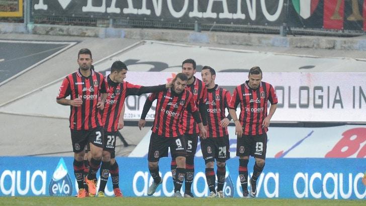 Serie B: Cagliari campione d'Inverno, Crotone secondo, il Novara 3° perde