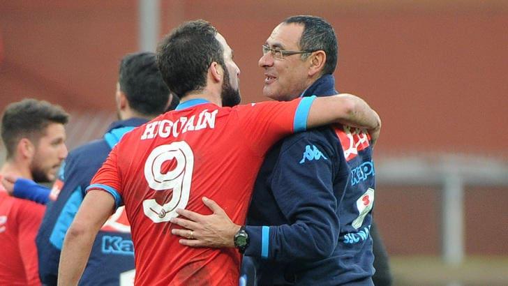 Napoli, Sarri: «Higuain? Non lo cambio nemmeno con Lewandowski»