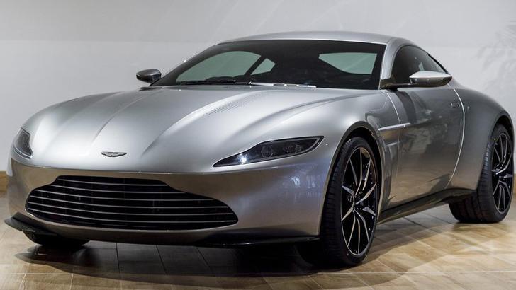 James Bond mette all'asta la sua Aston Martin