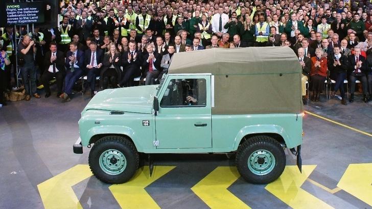 """Land Rover: """"partito"""" l'ultimo Defender"""