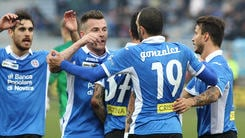 Serie B: Novara show con un poker, Cagliari di nuovo in testa
