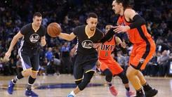 Curry sbanca Phoenix, Golden State da record