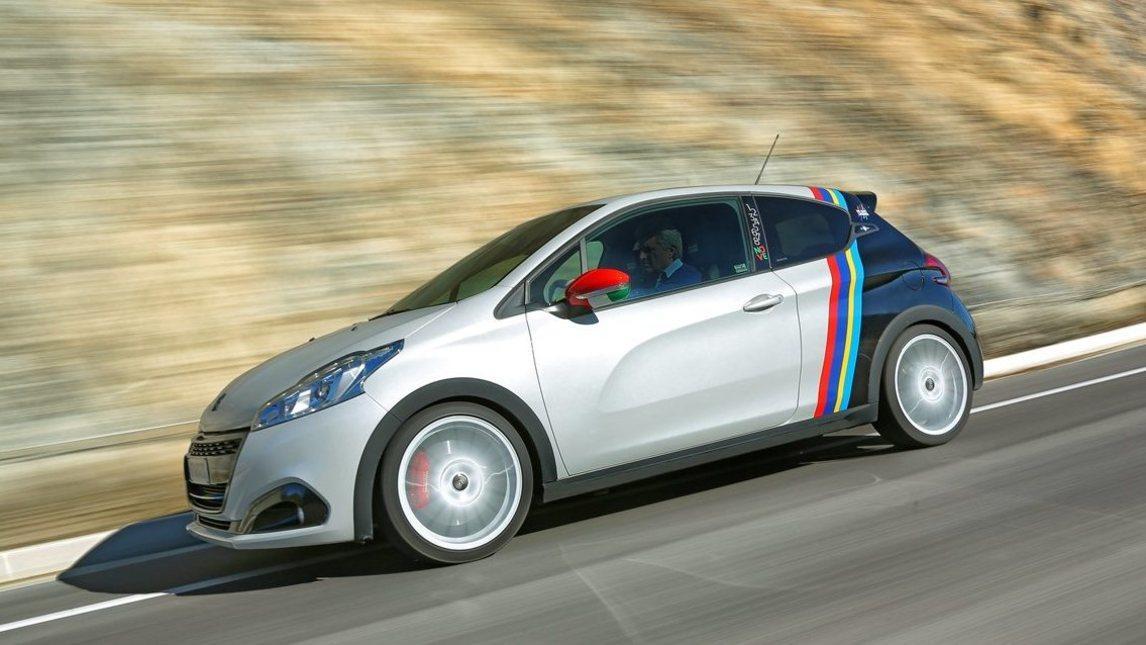 Peugeot 208 GTi Nove, omaggio da 240 cv al tricolore