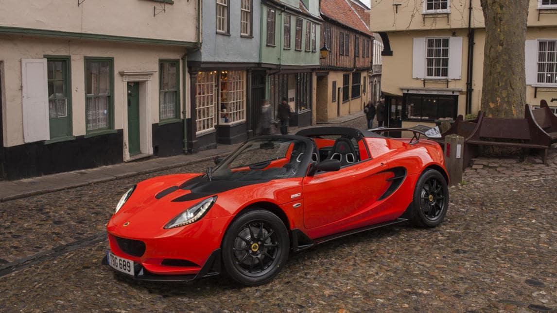 Nuova Lotus Elise Cup 250, sfida all'Alfa 4C