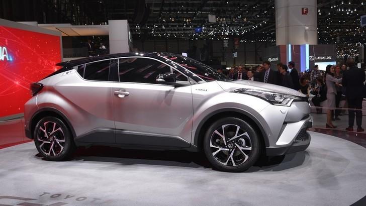 Toyota C-HR, il SUV compatto, coupé e ibrido