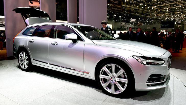 Volvo, debutta la V90, ora tocca alle compatte