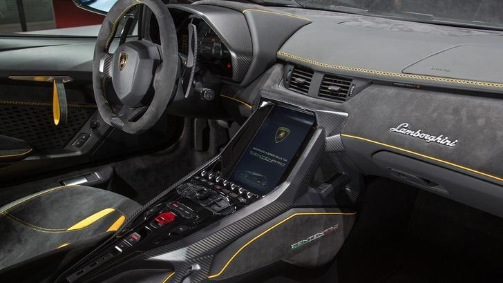 Lamborghini, gli interni di una supercar da 2 milioni