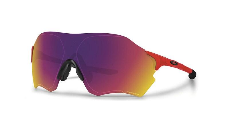 """Oakley Evzero, gli occhiali """"piuma"""" ideali per il running"""