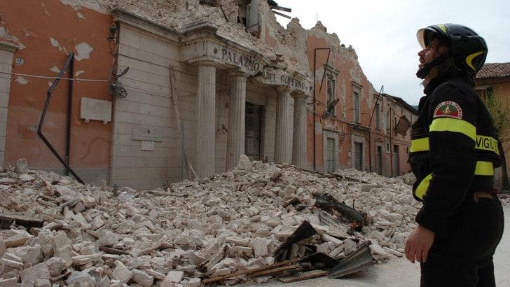 Terremoto dell'Aquila, sette anni dopo: l'Italia ricorda le 309 vittime