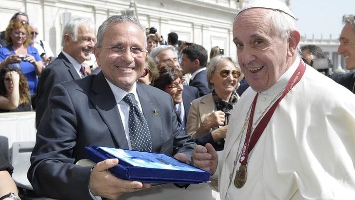 Maratona di Roma, consegnata la medaglia al Papa