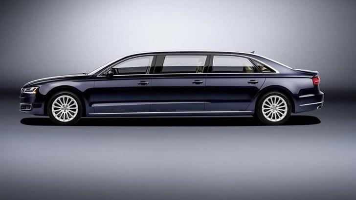 Audi A8 L extended, l'ufficio in strada