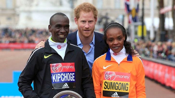 Atletica: Maratona di Londra, trionfa Kipchoge