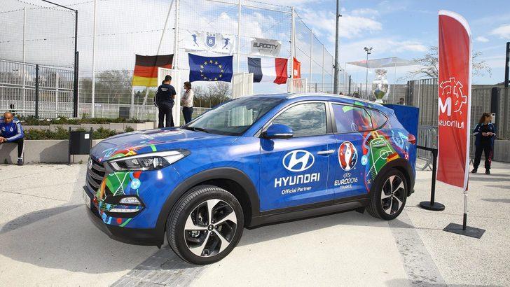 Euro 2016, la coppa viaggia su un Suv speciale