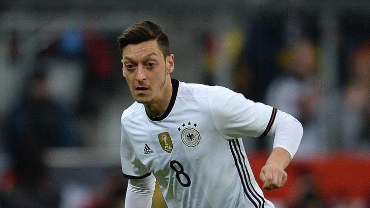 Calciomercato: «L'Arsenal blinda Ozil, contratto da 15 milioni»