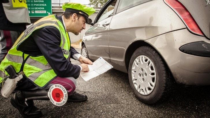 In Italia un'auto su cinque circola con gomme fuorilegge