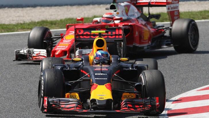 F1, Verstappen vola ancora a Barcellona