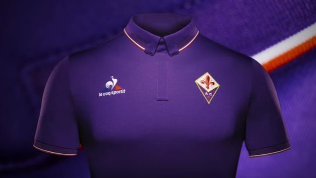 Fiorentina, ecco la nuova maglia con il colletto vintage