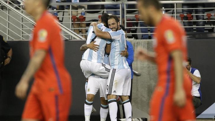 Banega e Di Maria, l'Argentina vola: battuto 2-1 il Cile