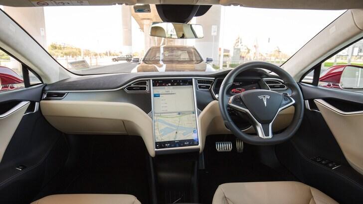 Mertens, Volvo «Guidando una Tesla penso che l'autopilota voglia uccidermi»