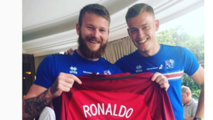 Euro 2016 Islanda: Ronaldo gli rifiuta la maglia? Gliela comprano i compagni di squadra