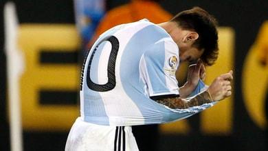 Argentina, Maradona a Messi: «Non devi lasciare, vincerai il Mondiale»