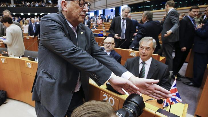 Farage, non mi dimetto da Europarlamento