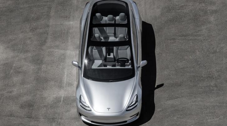 Tesla, dopo le auto elettriche ecco camion e bus