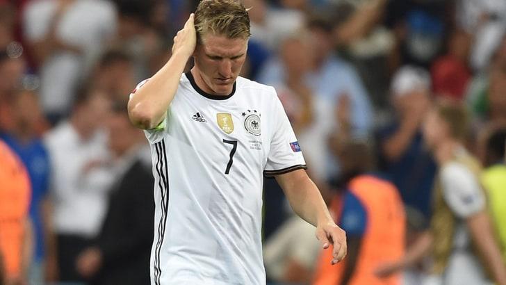 Germania, Schweinsteiger lascia la Nazionale. E Mourinho lo mette in vendita