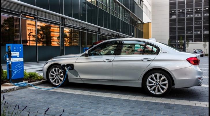 USA: BMW sfida Tesla con uno spot, perché aspettare la Model 3?