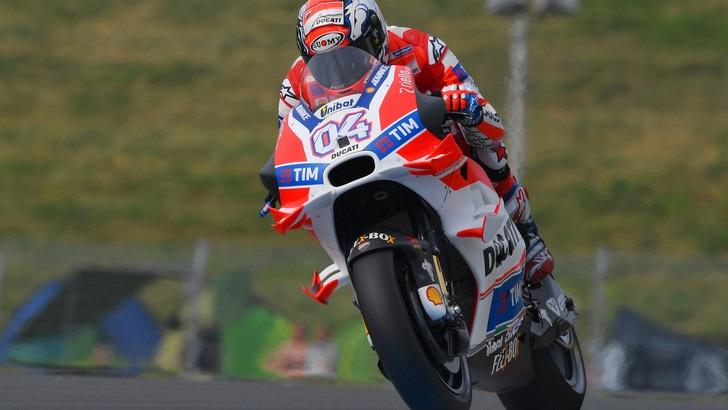 Dalla pioggia spunta Crutchlow, Valentino Rossi splendido secondo