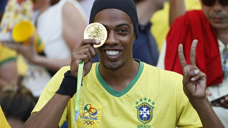 Ronaldinho: smetto di giocare per fare il cantante