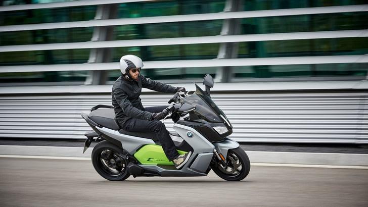 BMW C-Evolution, lo scooter elettrico da 160 km di autonomia
