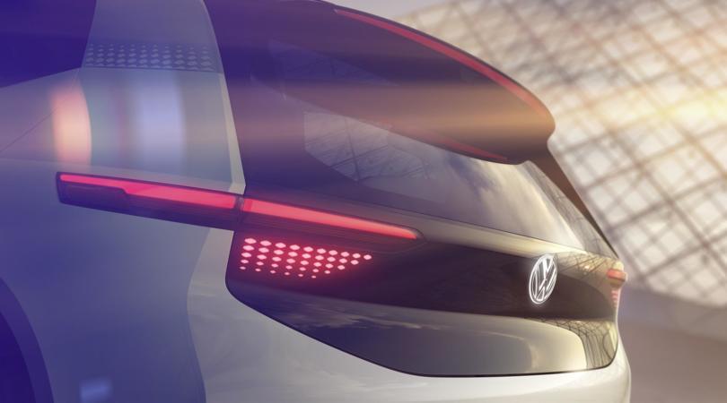 """Volkswagen """"farà la storia"""" con un'elettrica: primi teaser"""